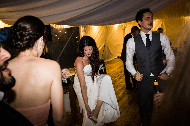 Kurtz-orchard-wedding-photos-danijelaweddings-rainy-romantic080.JPG