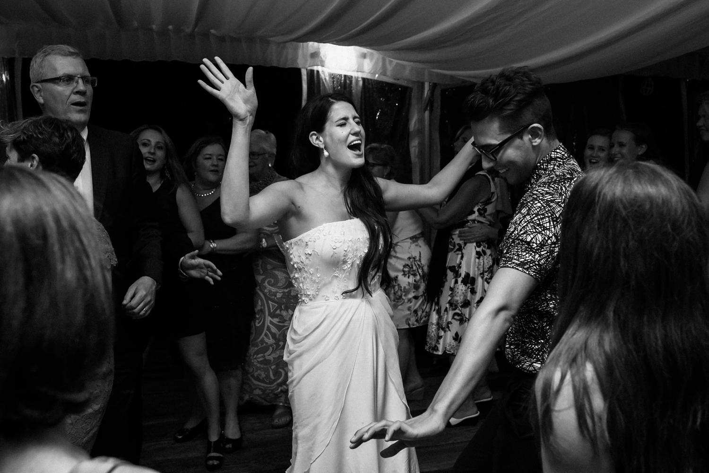 Kurtz-orchard-wedding-photos-danijelaweddings-rainy-romantic096.JPG