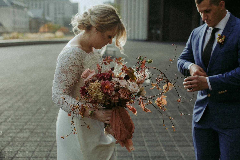 17-1021EJ-wedding-DanijelaWeddings-firstview0015.JPG
