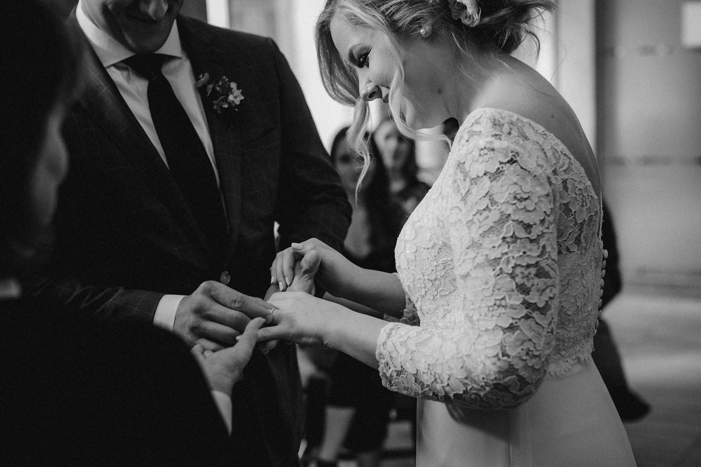 17-1021EJ-wedding-DanijelaWeddings-firstview0020.JPG