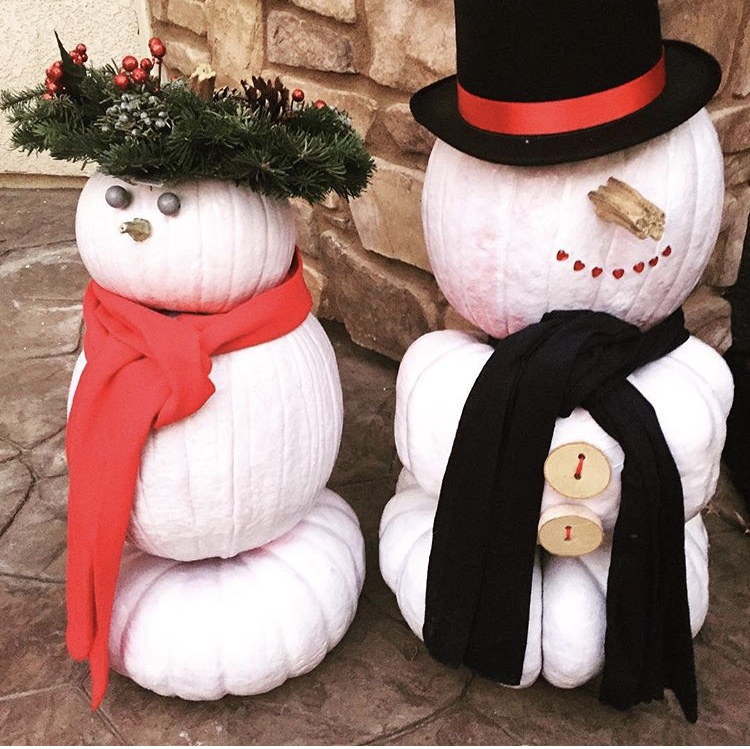 before you toss your Fall pumpkins, turn them into Winter snowman decor. www.ChefShayna.com