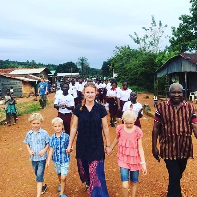 Afternoon promenade in the village. Dr. Appel's wife, Sarah and their children, are getting familiar with Robertsport's people. #missionaries #medicalmission #crossculturalcare  #globalc3