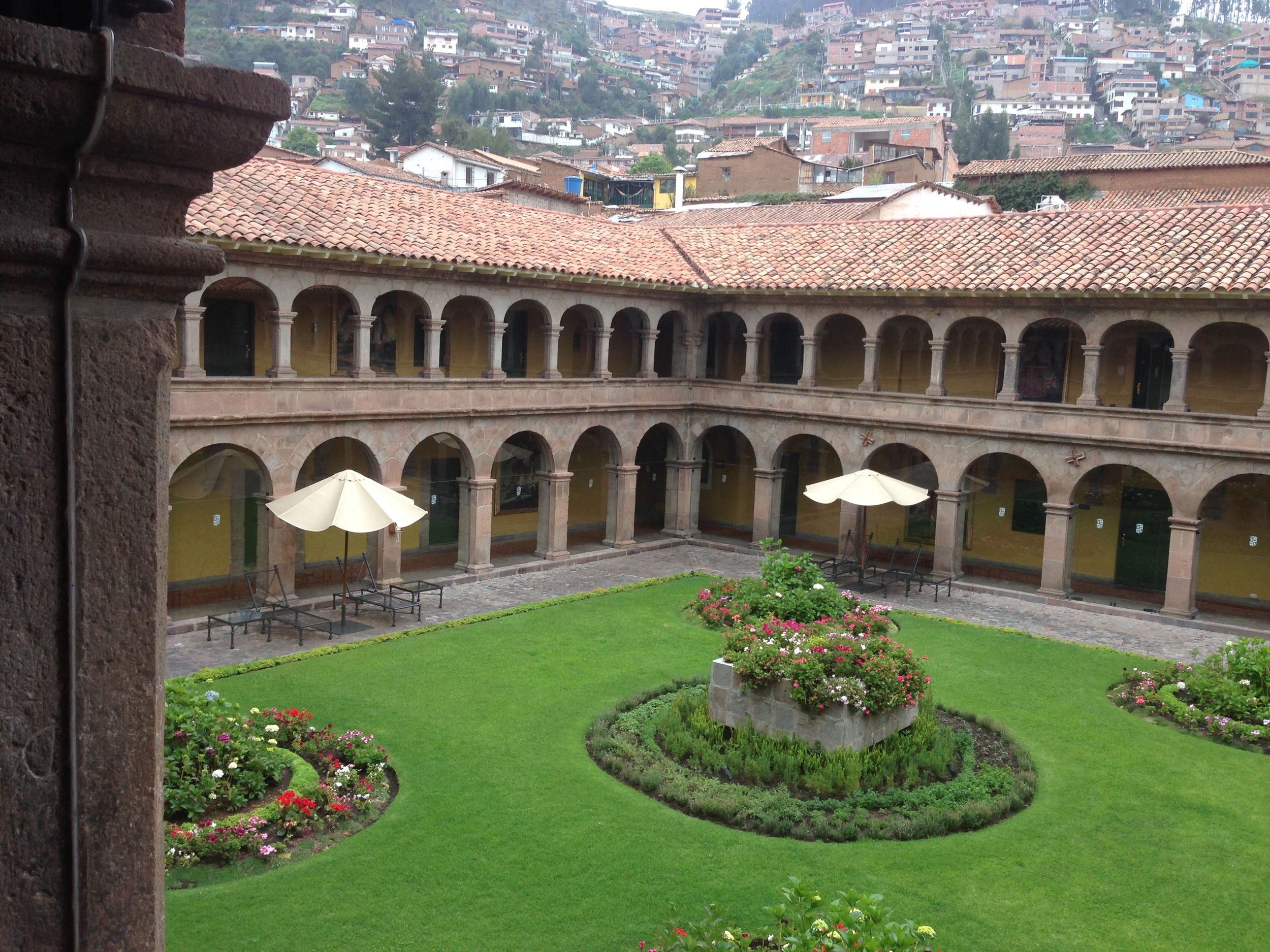Hotel Monasterio Courtyard
