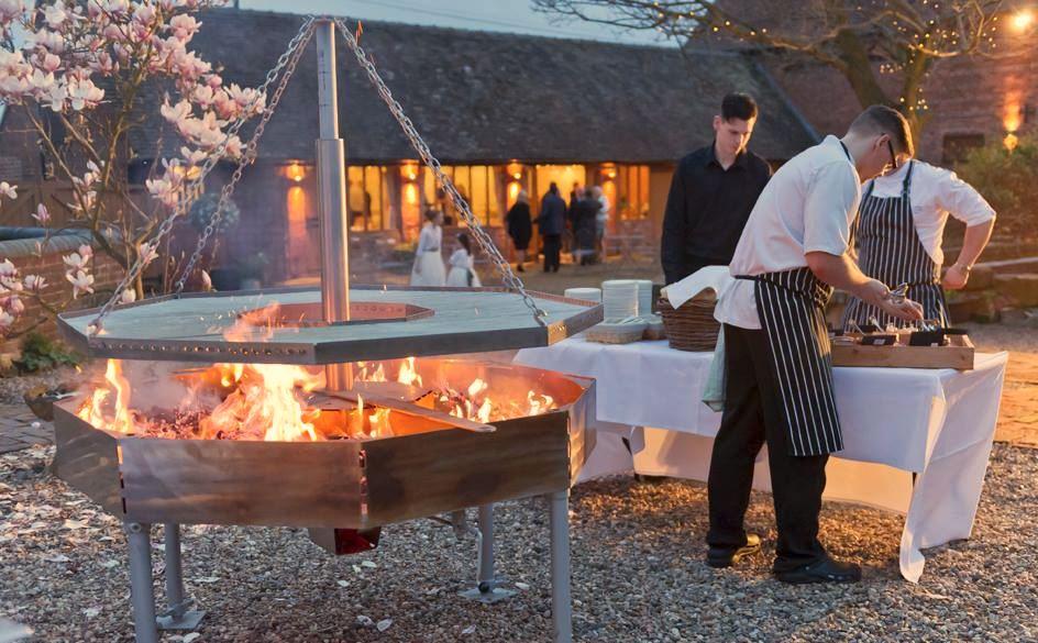 Centrepiece swing grill by Firemaker.JPG