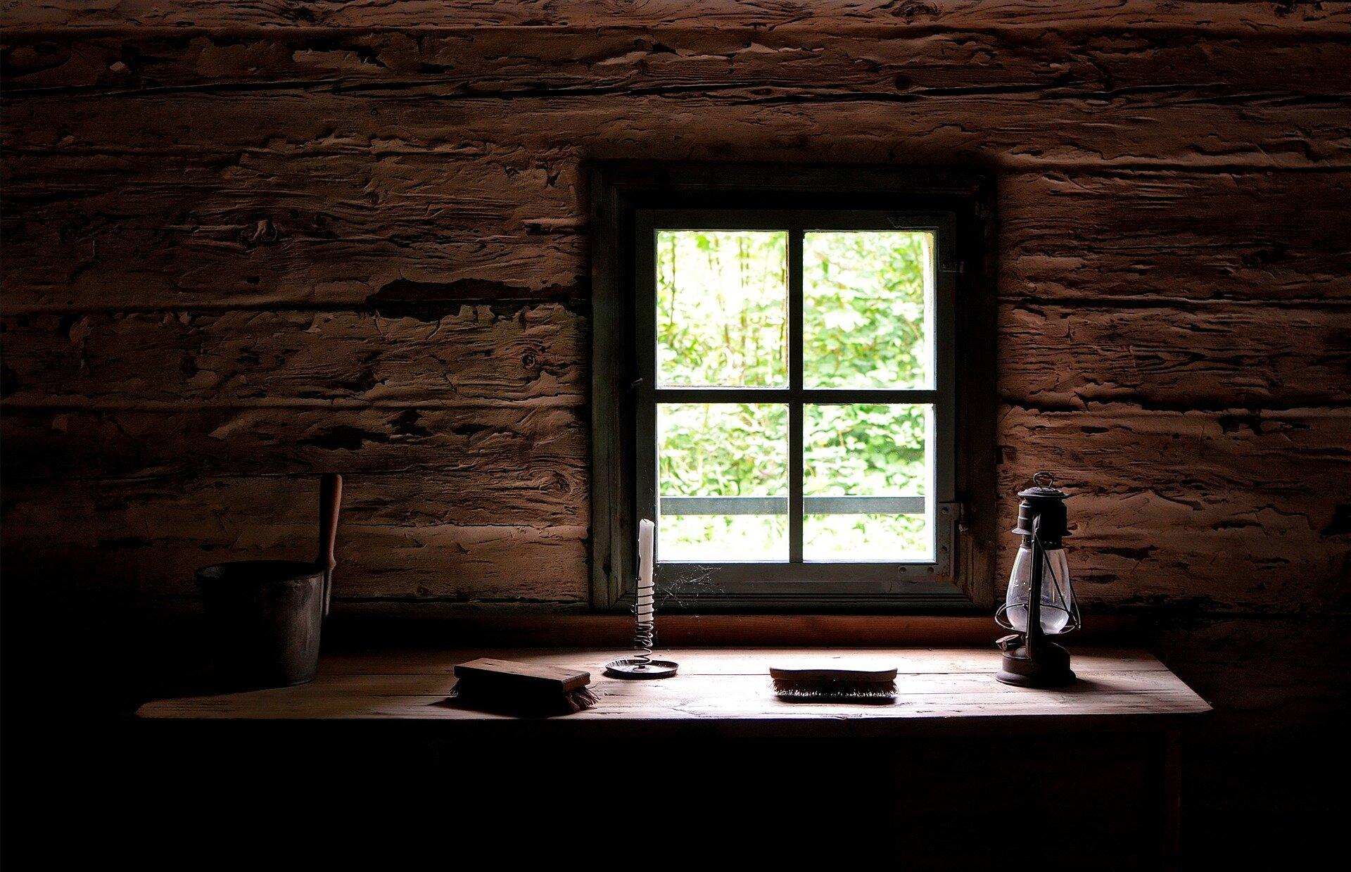 window-4458054_1920.jpg
