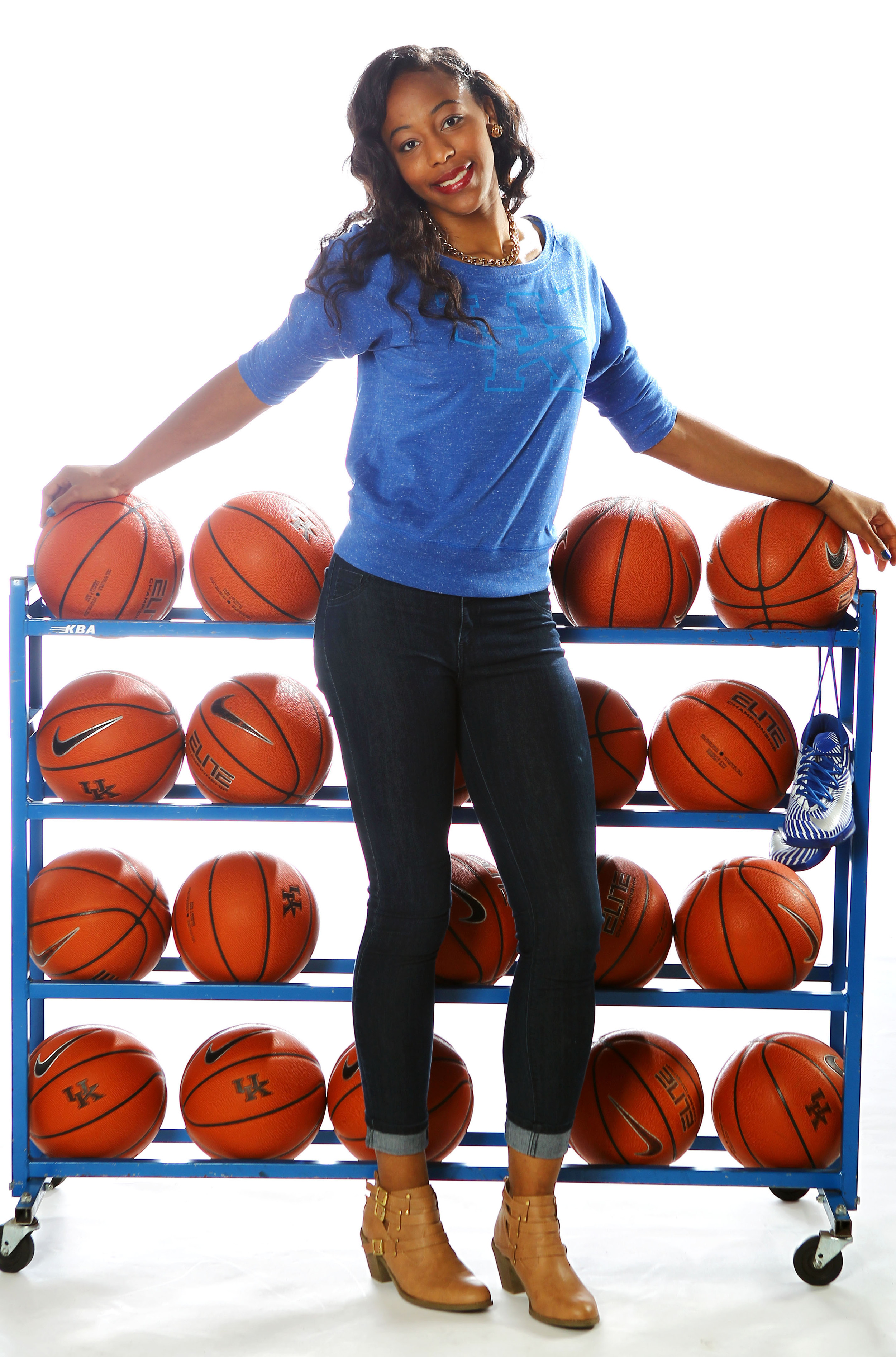 UK_wbball_outfits_320.jpg