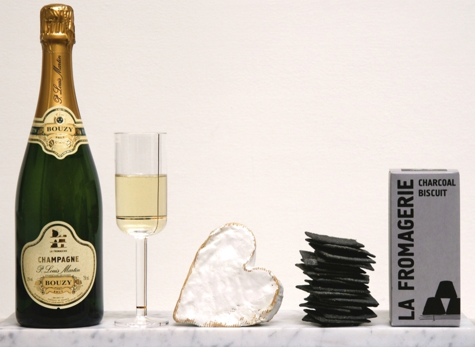 CHAMPAGNE BREAKFAST IN BED GIFT BOX
