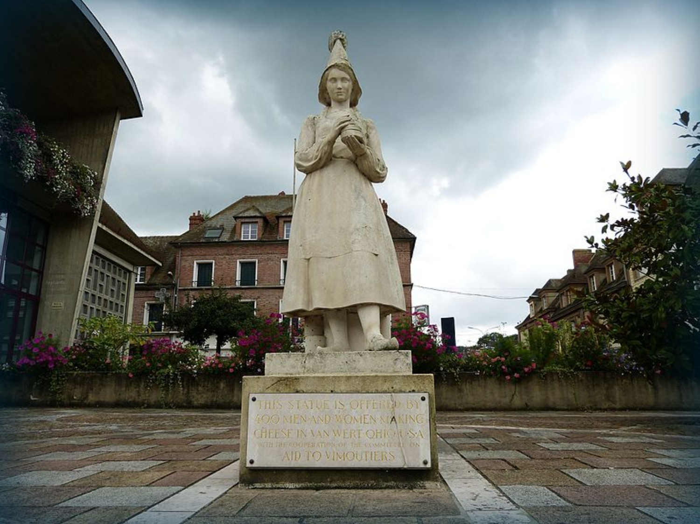 Statue_of_Marie_Harel.jpg