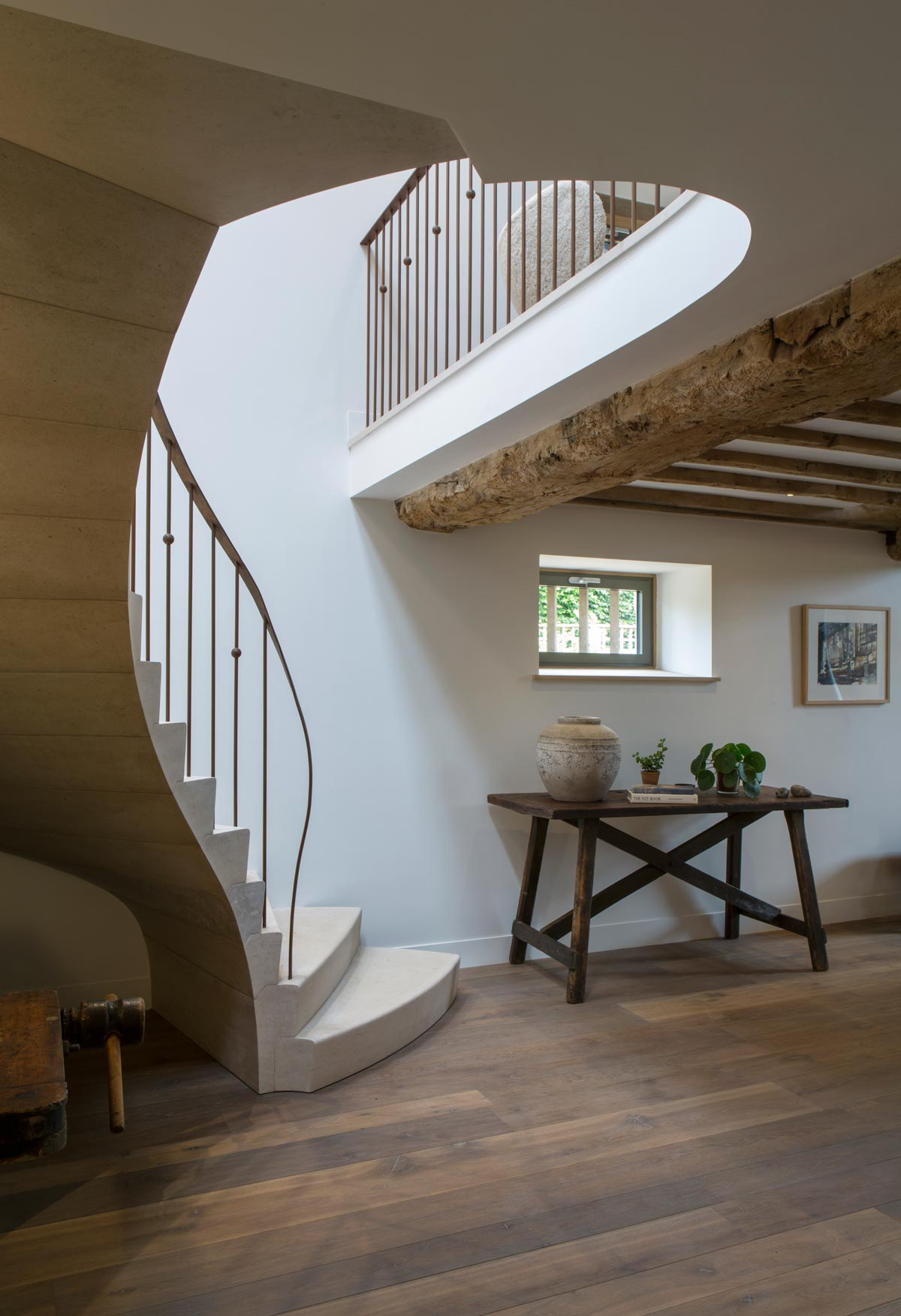 sculptural-curved-limestone-staircase-5-oxfordshire-rogue-designs-ian-knapper.jpg