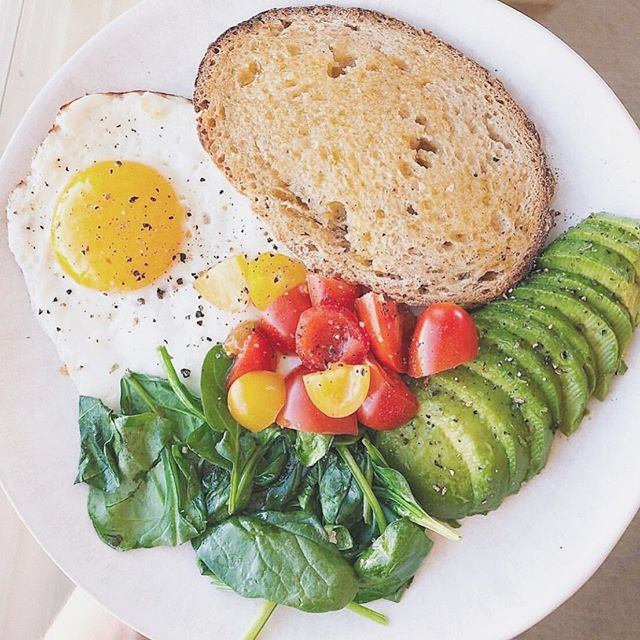 Happy Saturday! Wishing I could feed every pregnant woman I know this perfect breakfast from @genzfoodie. It has all the things Mama + Baby need to start out the weekend:⠀ ⠀ ☀️EGGS for choline & omega-3s⠀ ☀️REAL SOURDOUGH from @cocobakes⠀ ☀️GHEE for fat-soluble vitamins and omegas⠀ ☀️SPINACH for tons of vitamin K, plus A, folate, magnesium, and iron⠀ ☀️TOMATOES for vitamin C, which increases the absorption of the iron☝🏼⠀ ☀️AVOCADO for fiber, healthy fats, and more vitamin K and folate⠀ ⠀ To really knock it out of the protein park (if you're still hungry), add a second egg or some @applegate organic chicken sausage.⠀ ⠀ What's your go-to pregnancy breakfast? ⠀ Do you wake up craving sweet or savory?⠀ Let us know below and we'll figure something out for you!👇🏽