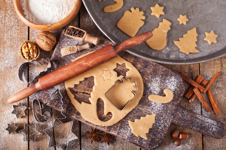 Making-Christmas-Cookies-with-traditional-gingerbread-cookies-ingredients-618607606_727x484.jpeg
