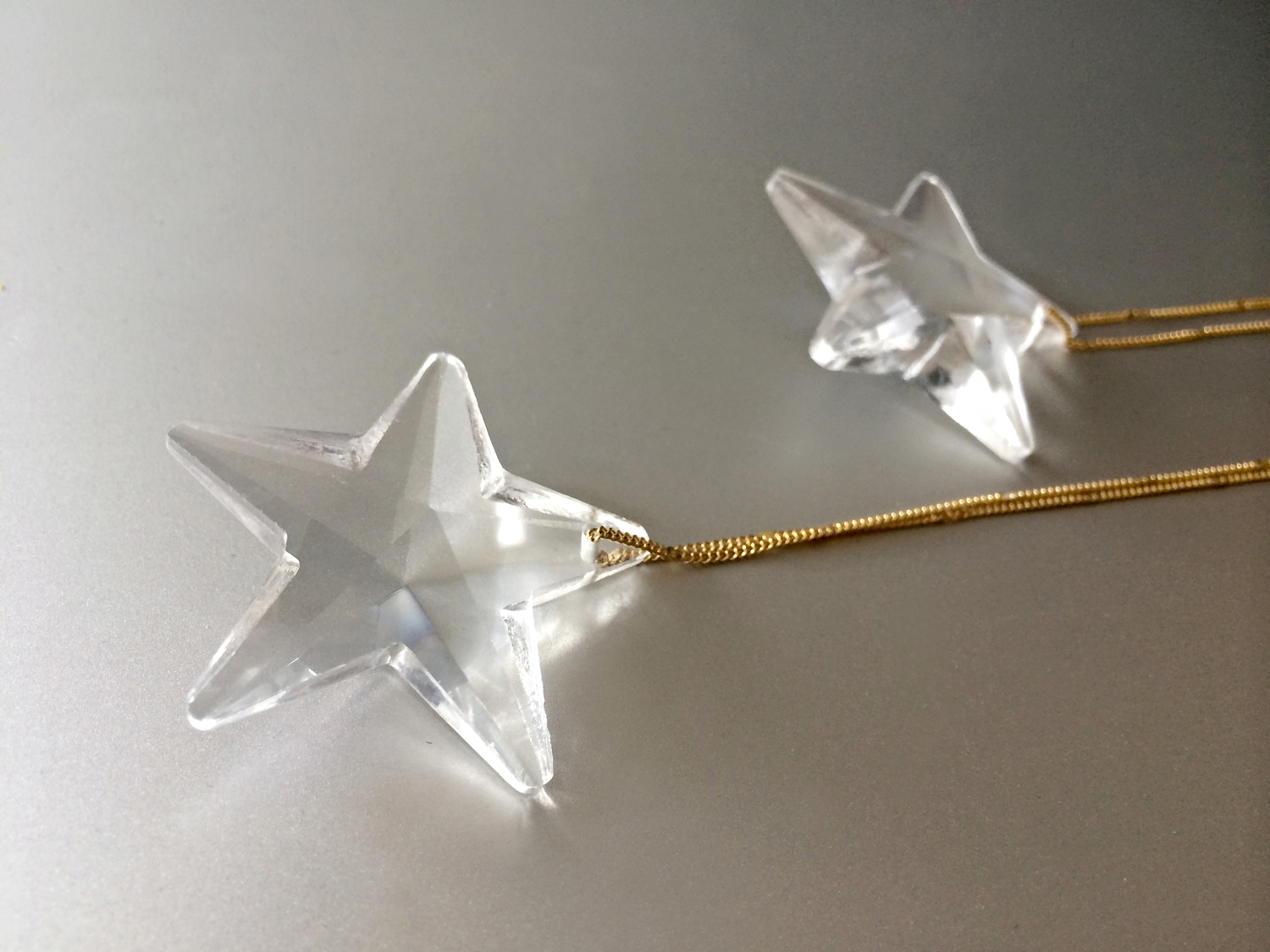 Stars were everywhere in the 20s and jut like the era itself, these shooting star earrings are glamorous and decadent.