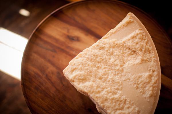 Cavaniola's_10_cheeses_lindsaymorris-3124.jpg