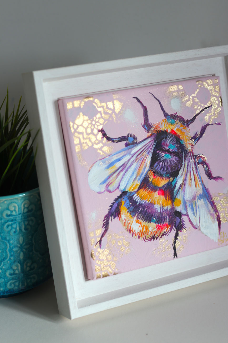 GET A BEE-SPOKE COMMISSION - Colours not quite right? Buy a bee-spoke painting instead. Choose your colour scheme, and Sian will paint it especially for you.