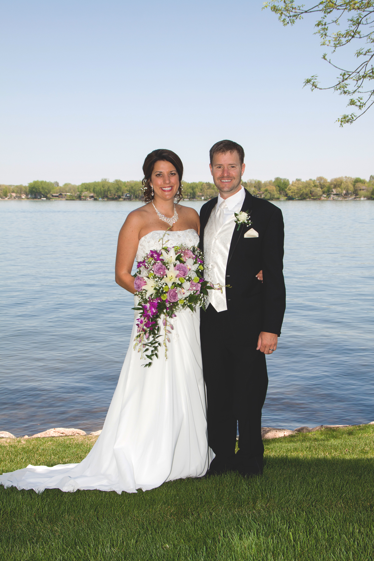 Nothing compares to the Land of 10,000 lakes! Brenda and Jeremy, who reside in Arizona, couldn't resist coming back home for their wedding back in May