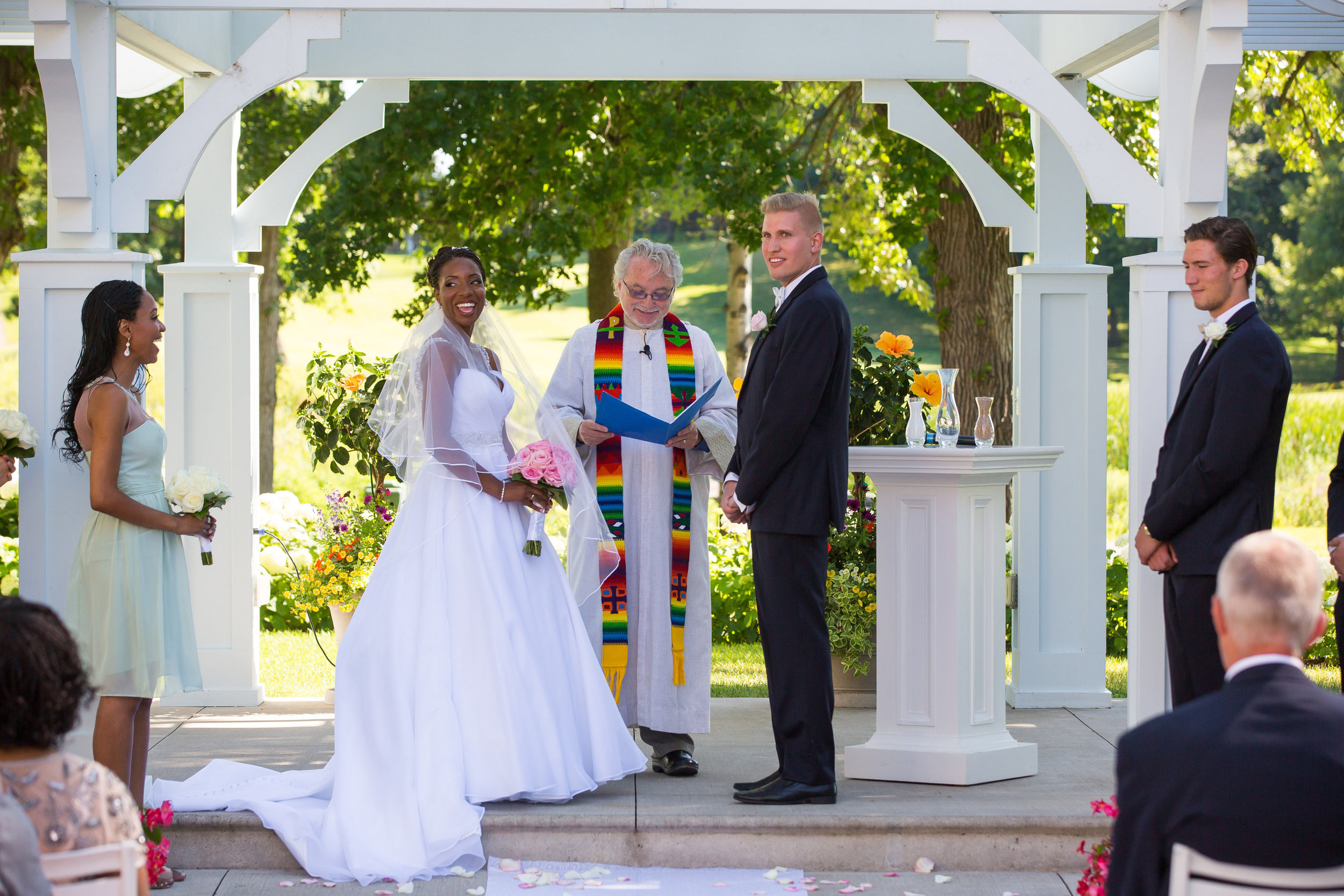 The joyful ceremony at Bearpath GCC was performed by Rev. Glen Harrington Hall. Photo Credit:   http://www.studiojada.com