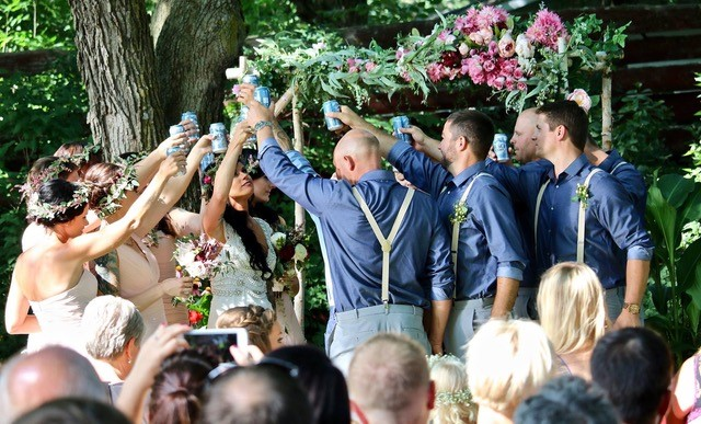 A fun and cheerful toast was incorporated into this ceremony.