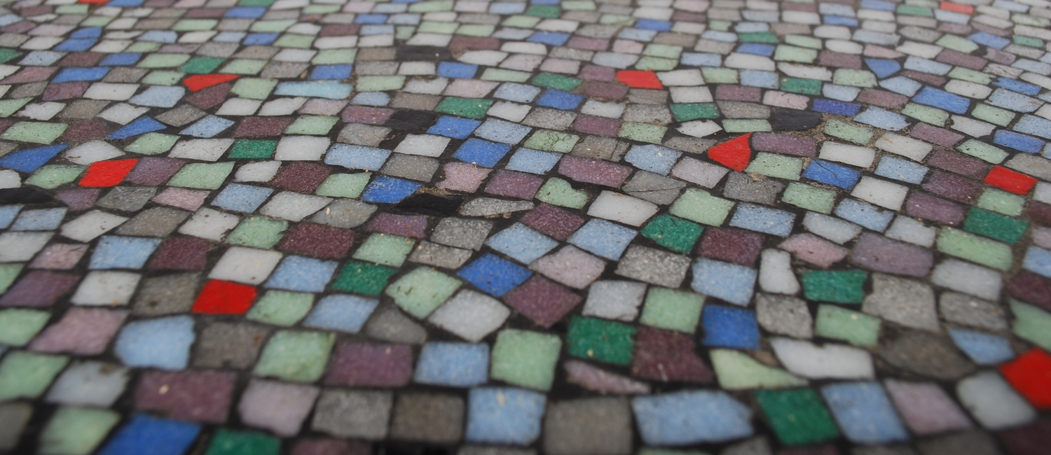 00000070 Round-mosaic-50's-coffee-table-colors (6).JPG