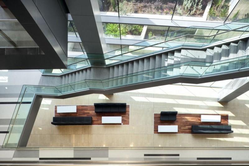 Assuta-Medical-Center-interior-stair-and-lobby-lounge-800x533.jpg