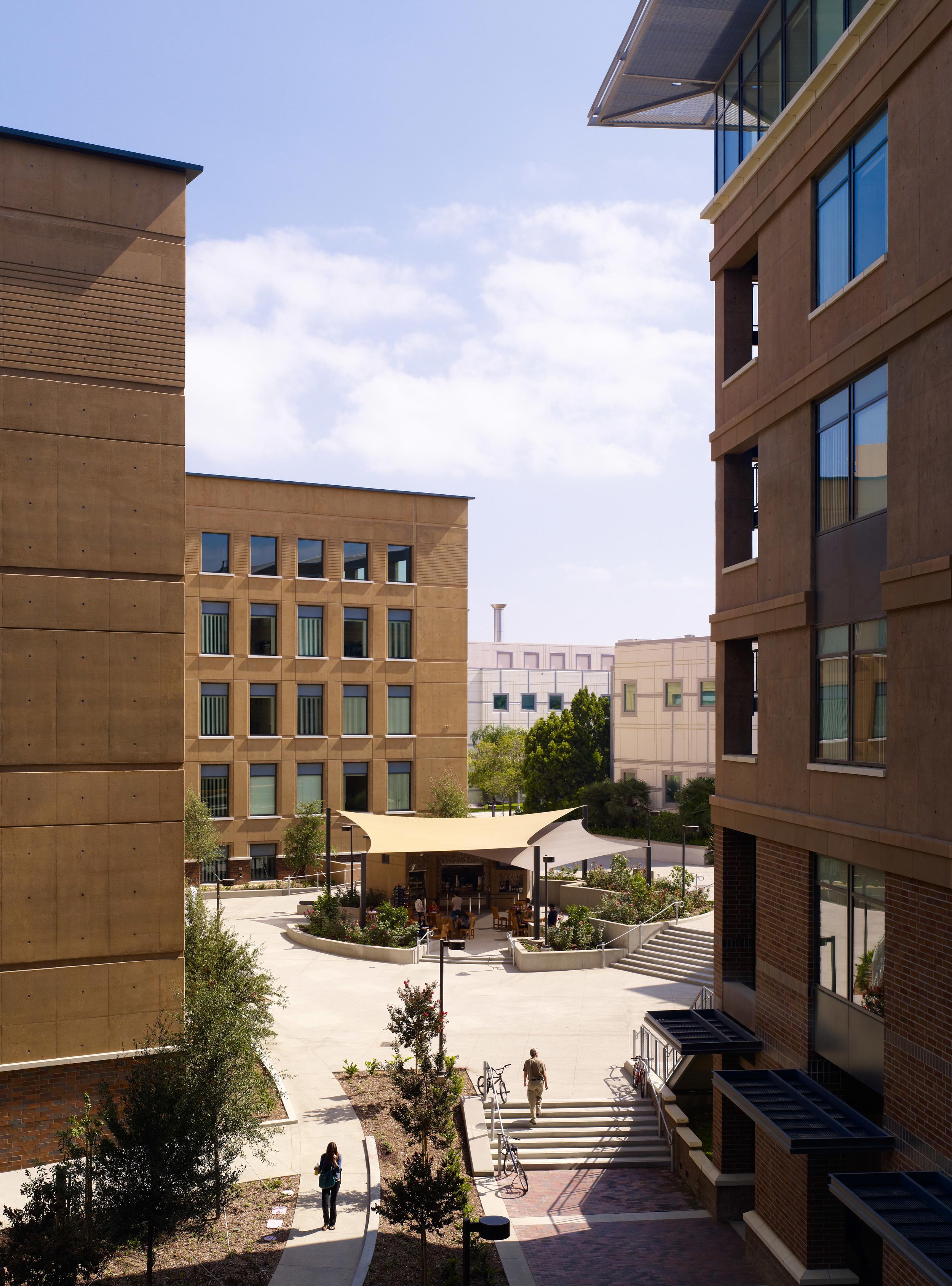 University of California Irvine Engineering Unit 3 020.jpg