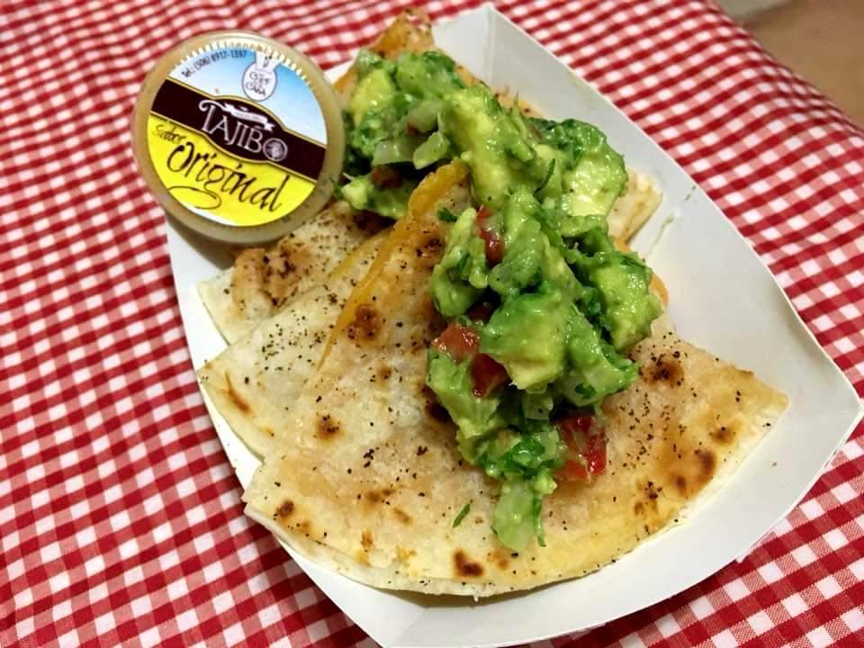 En Quesadilla House se hace uso de las Salsas del Tajibo que prepara también el chef como parte de su negocio.