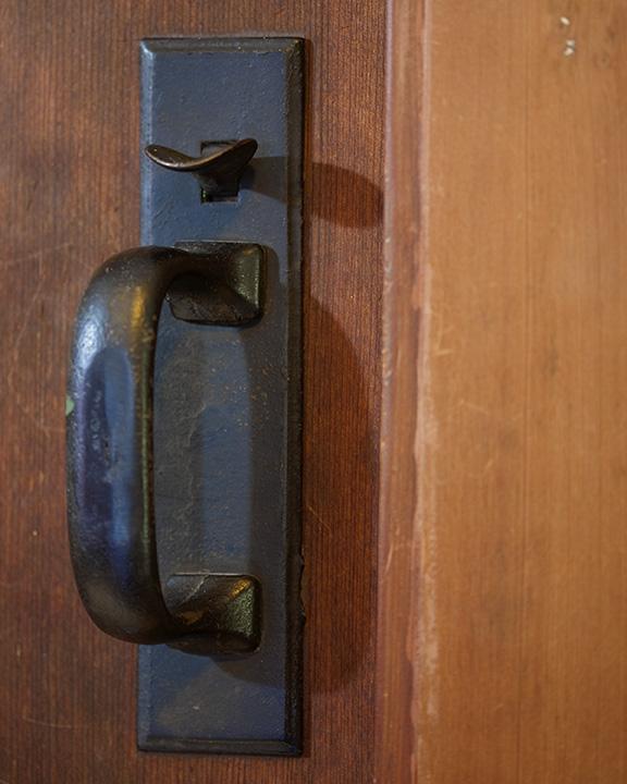 Whit Guestroom_Doornob.jpg
