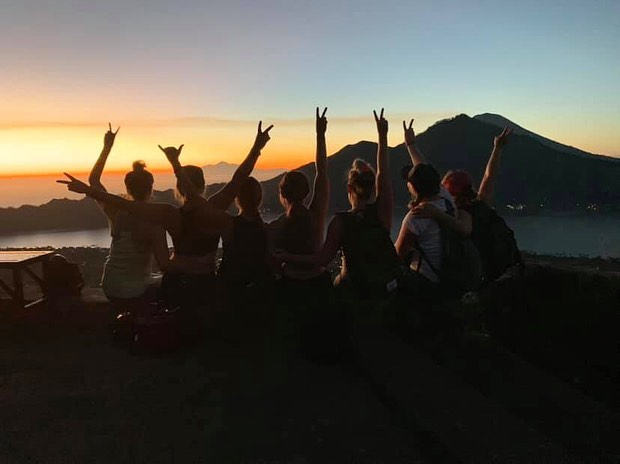 worth the 2AM wake up call and trek to the top ~ soaking in sunrise on Mt. Batur 🌞 // #wildvibesretreats