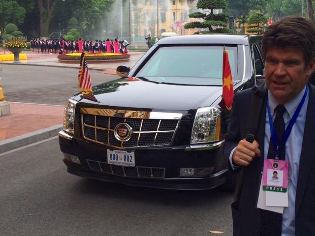 Presidential motorcade.jpg