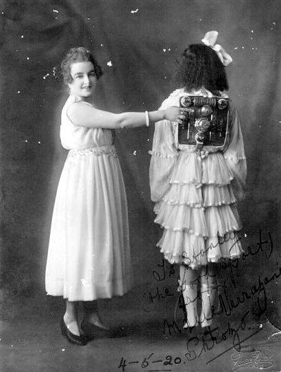 Shrozo-automaton-girl-1920.jpg