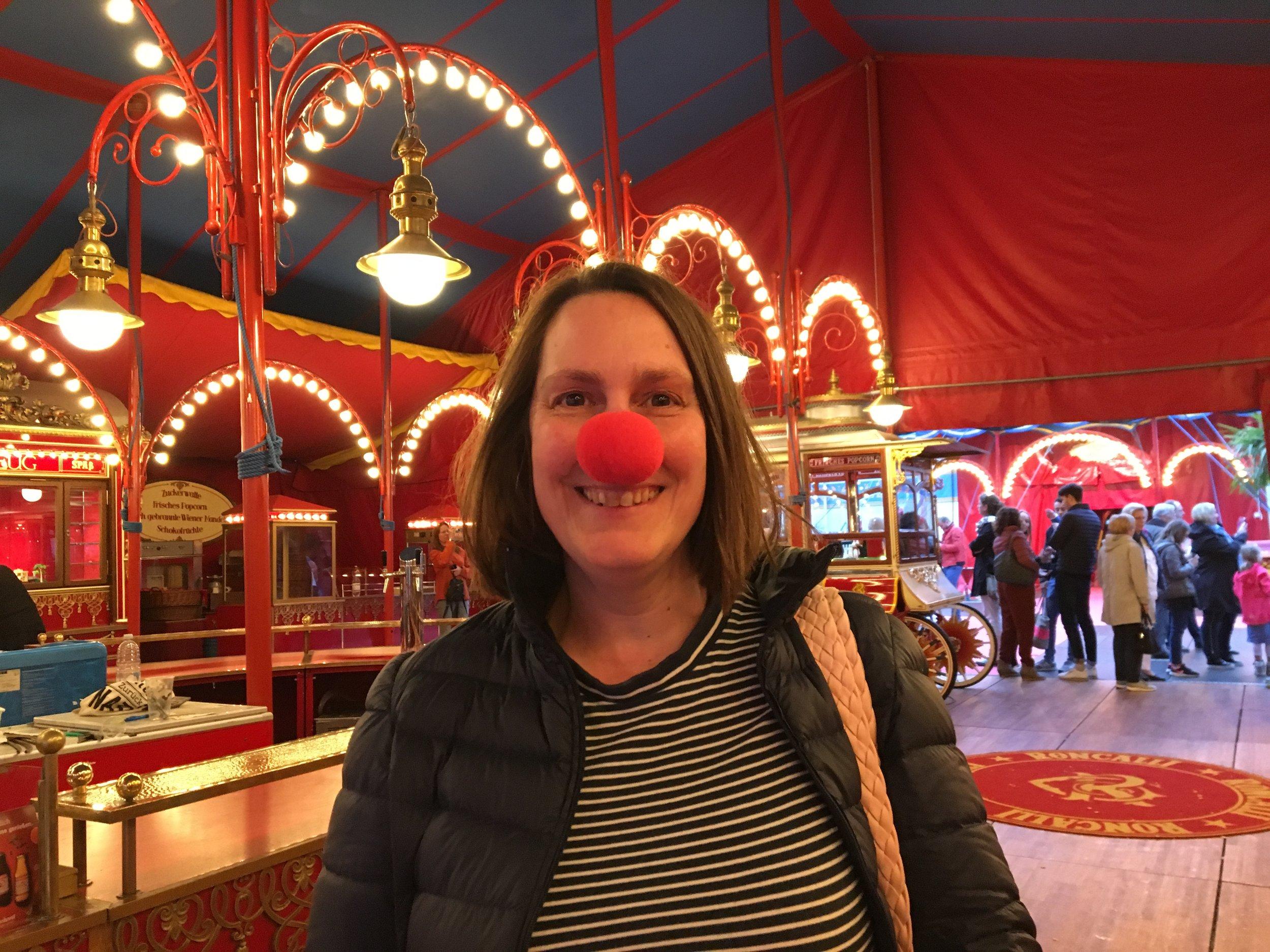 """Eigenes Bild nach der wunderschönen und berührenden Roncalli-Veranstaltung """"Storyteller"""" in Hamburg. Wie Ihr seht, habe ich es in vollen Zügen genossen, am Ende Tränen in den Augen gehabt und wäre jetzt am Liebsten selbst auch noch gerne Clown … doch was nicht ist, kann ja noch werden. Mein weiterer Wunsch für 2020 ;-)"""