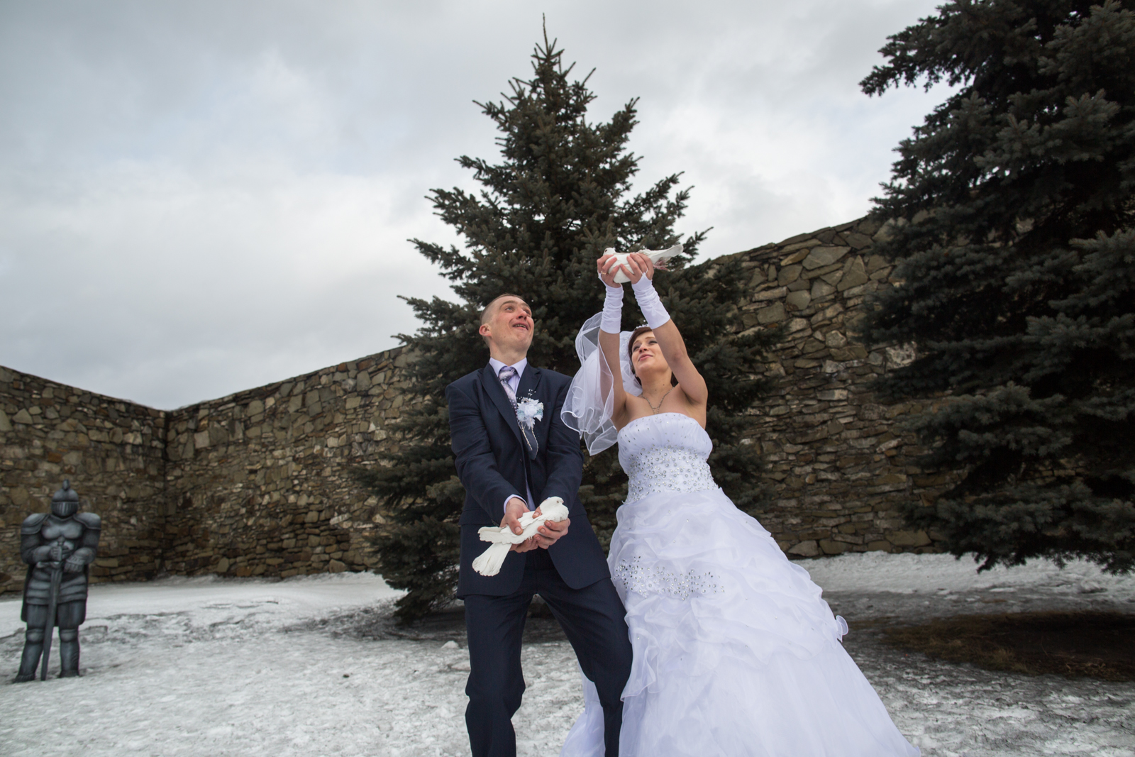 Ethnic Russians celebrate their wedding by realeasing doves at the fortress in Novokuznetsk.