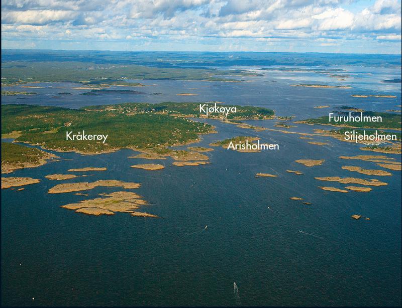 En skikkelig Østfoldferie er ikke fullkommen uten en bil- eller båttur ut til Hvaler-øyene. Broen ut til Hvaler, Puttesund bro, sees omtrent midt i bildet.