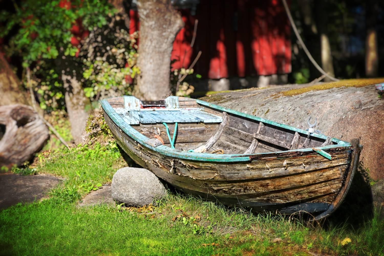 Parkert for godt i hagen til Kystmuseet Hvaler.