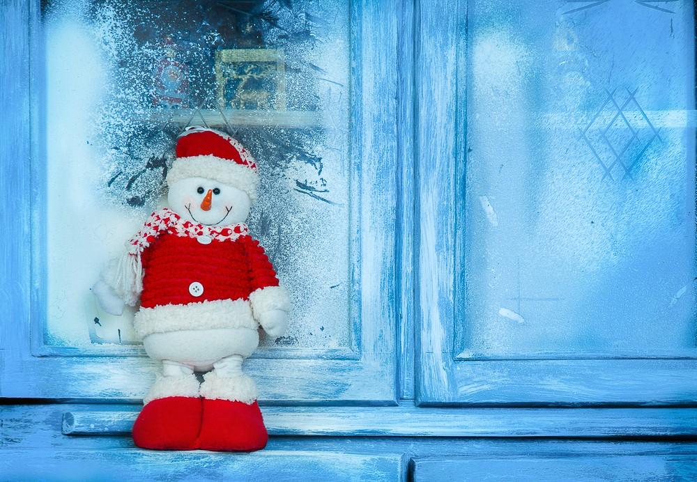 Kom i god julestemning , la deg inspirere av den lune og gammeldagse atmosfæren på julemarkedet som arrangeres på Kystmuseet .
