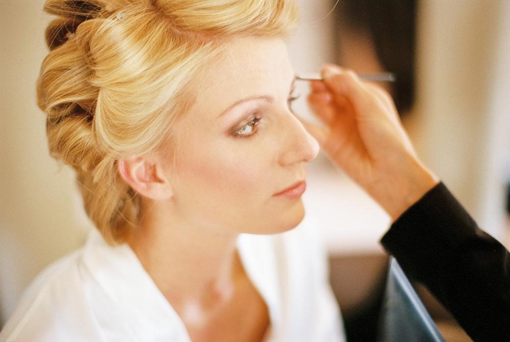 bride-getting-ready-arosa-birgit-hart