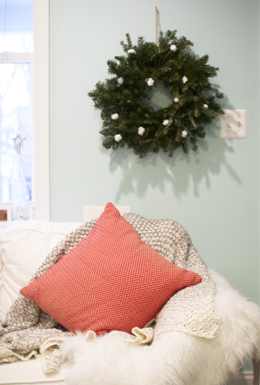 Key to cozy holiday decor: Layers and simple wreaths