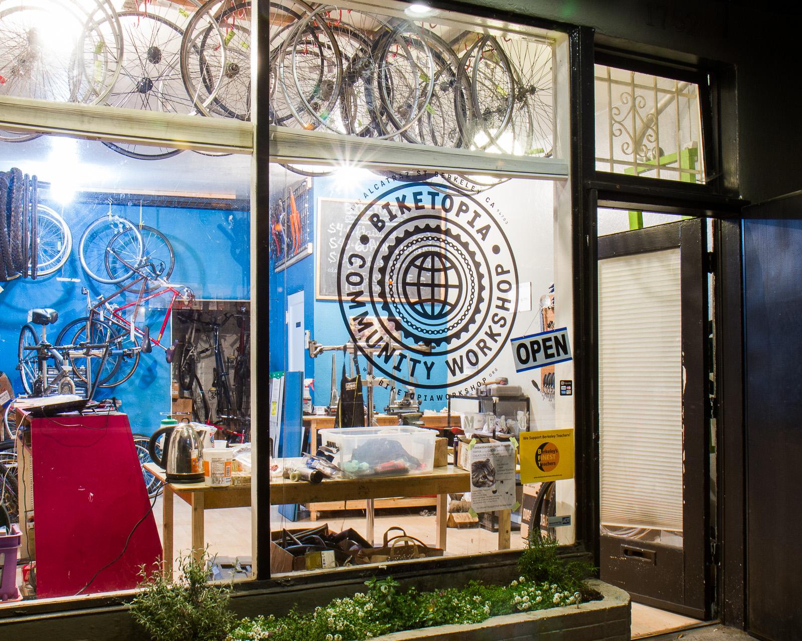 biketopia at nite.jpg