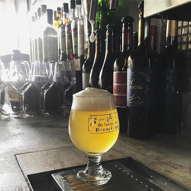 Just tapped:  La Vermontoise, a collaboration between @hillfarmstead and La Brasserie de Blaugies, a small, family operated brewery in Belgium.  It's a spectacular spelt saison, bursting with notes of honey, hay, orange zest, and white pepper, and sporting a beautiful head and robust mouthfeel.  And, it pairs well with anything from the salads to the summer hanger steak on Chef @jamilkabm's menu.  No style quite shows off its origin and its ingredients like saison (take, for instance, those citrusy and grassy Amarillo hops that pop in this beer). Saison brings the world together, friends.  Come try this one today.