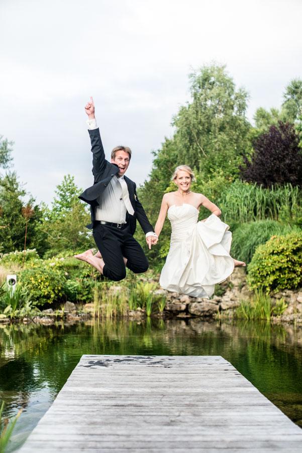 Nadine_Soeren_HochzeitPoolParty_WEB_-44.jpg