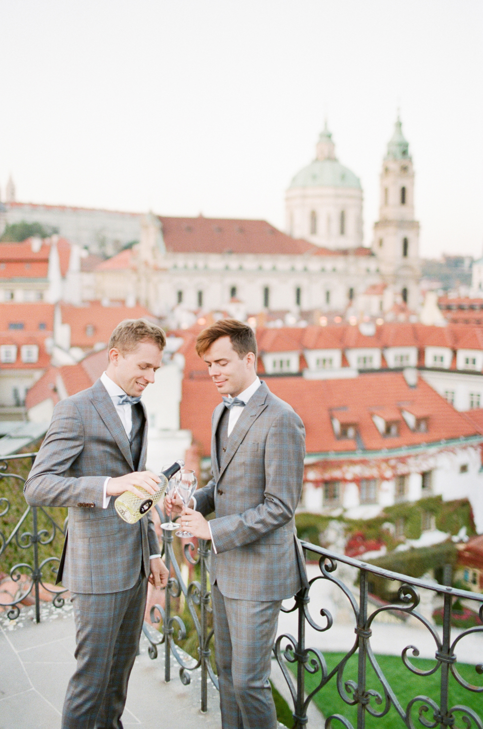 prague_wedding_vrtba_gardens_elopement_film_wedding_photographer_nikol_bodnarova_98.JPG
