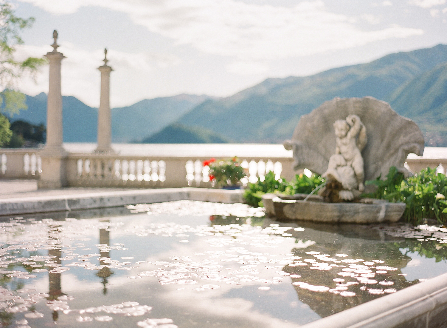lake_como_wedding_photographer_italy_villa_melzi_film_wedding_nikol_bodnarova_photography_05.jpg