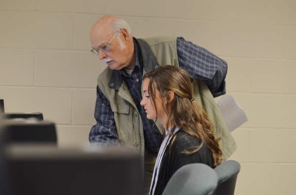 Dr. Stark from the Biology department helps a student register for classes at orientation.                              Photo courtesy of Mississippi College