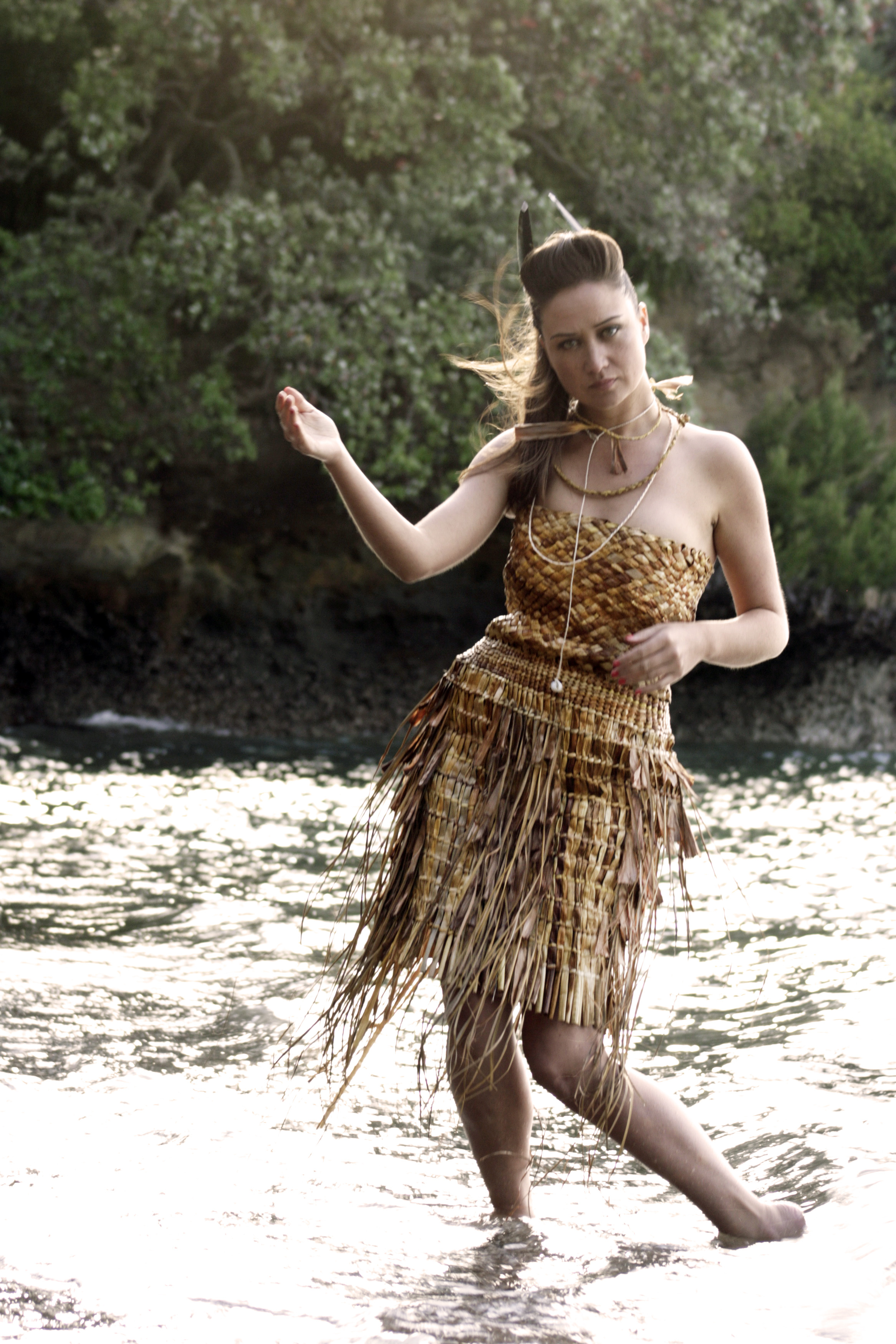 Weaving of Bethany Edmunds: 'Raninikura' Kuta and Pingao (sedge grass that grows in the sand dunes) This garment is a woven personification of Raninikura the daughter of our famous tupuna Tohe, and references the transient tribal connections of Te Hiku o te Ika (the Tail of the fish of Maui/ the far north). The materials are sourced from Muriwhenua (another name for the far north), and the golden colour palette of Kuta and Pingao suggests the glistening image of Raninikura that Tohe held in his memories.