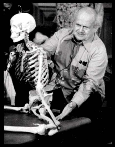 Moshe Feldenkrais in 1978, teaching about the function of the skeleton in a seated posture.