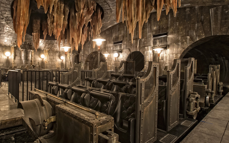HP-and-the-Escape-from-Gringotts-2-900x563.jpg