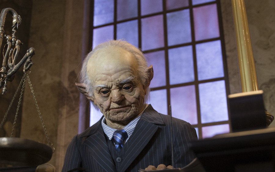 HP-and-the-Escape-from-Gringotts-5-900x563.jpg