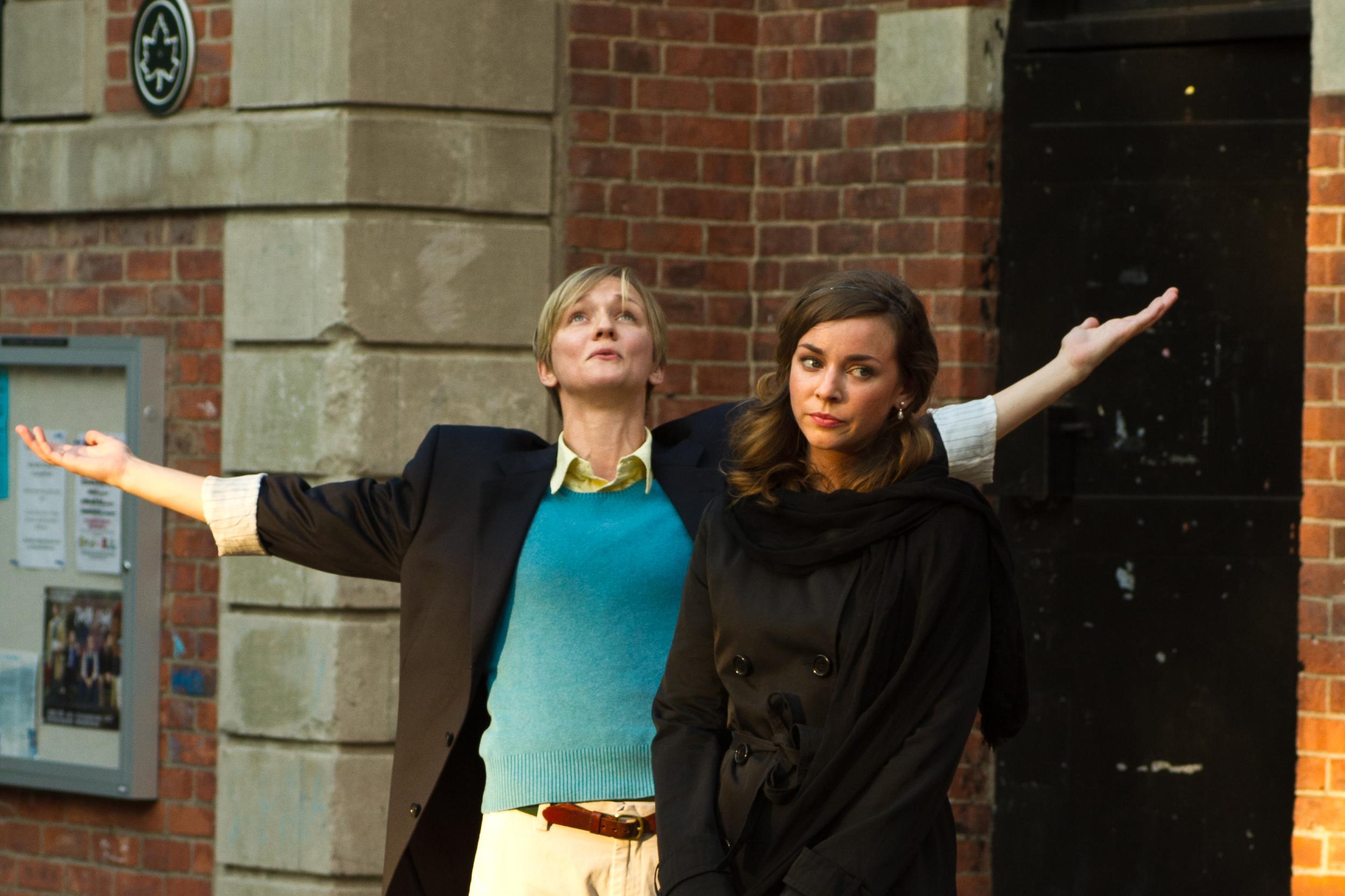 Mary Cavett as Viola, Kate Eastman as Olivia