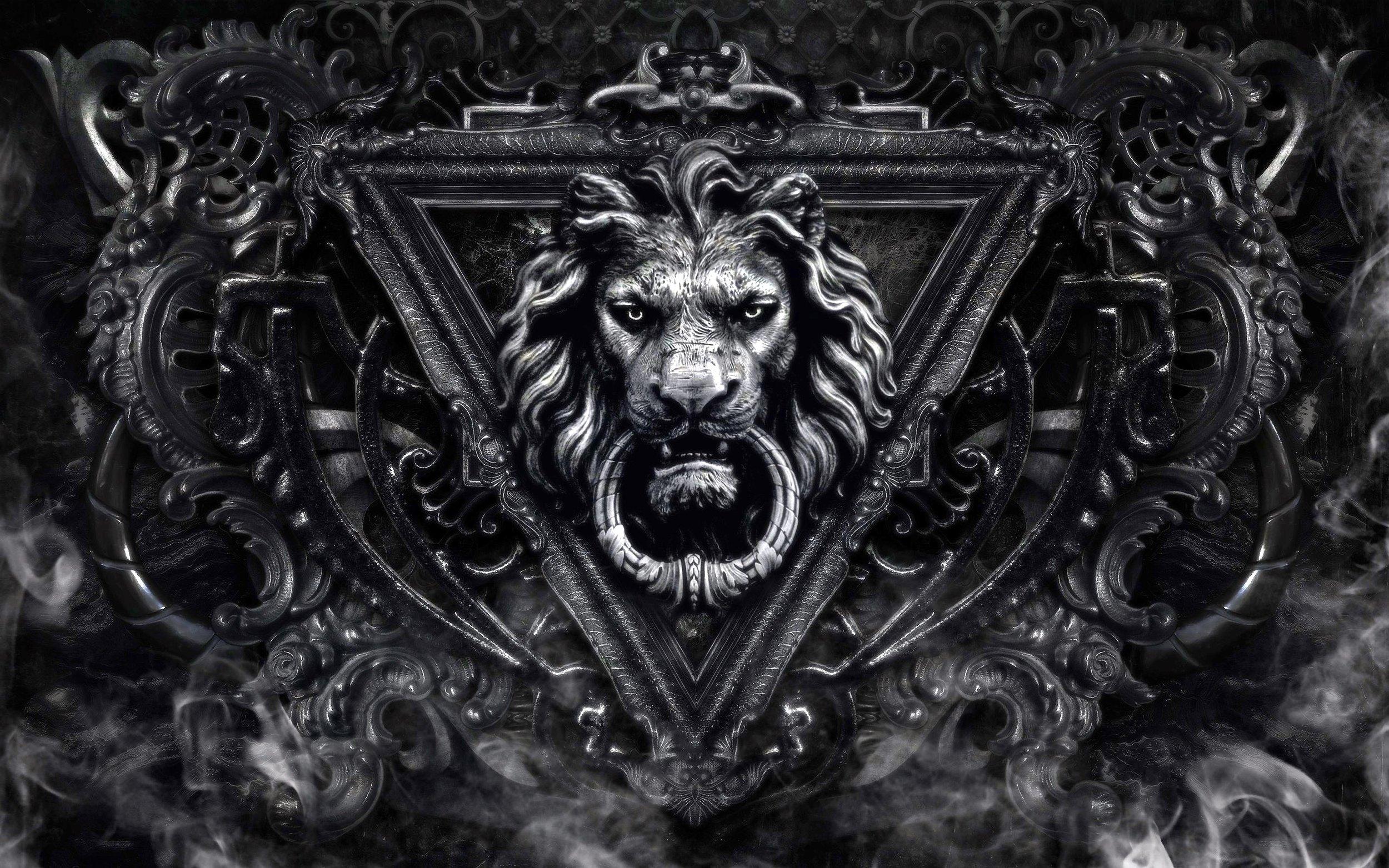 Lion-door-knocker-46074380.jpg