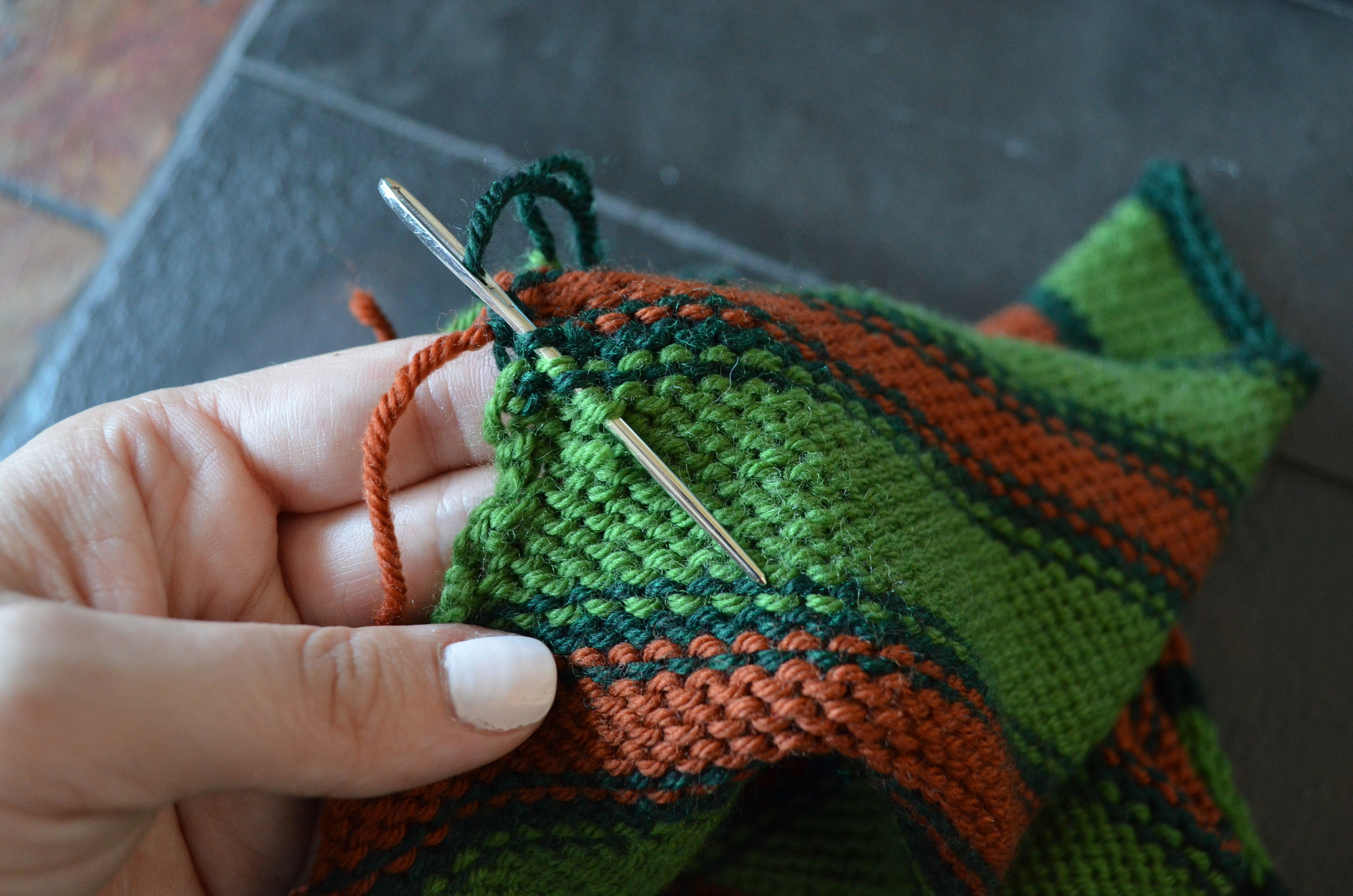 weaving in the ends on a knitting project / warporweft.com