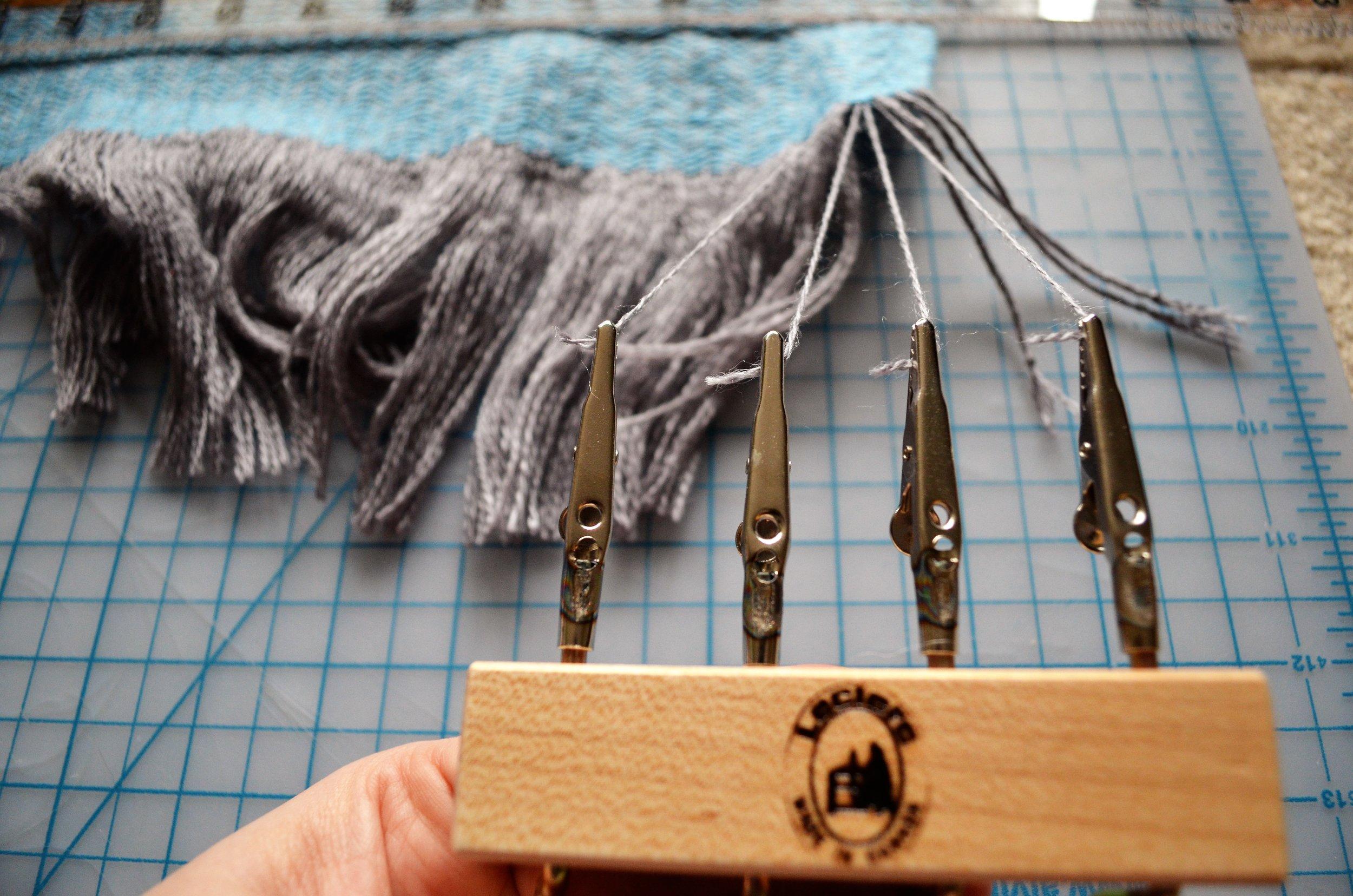 Fringe Twisting Handwoven Items / warporweft.com